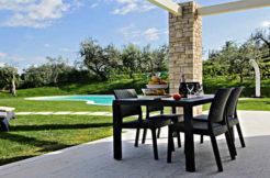 portico-esterno-vista-piscina
